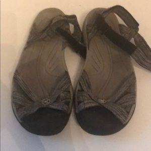 Keen sandals women's sz 9